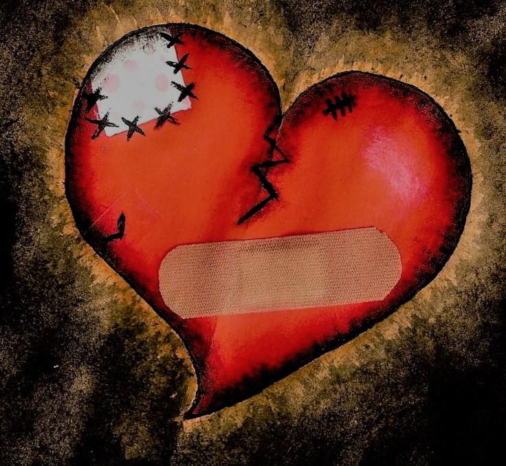 Corazón roto con tiritas
