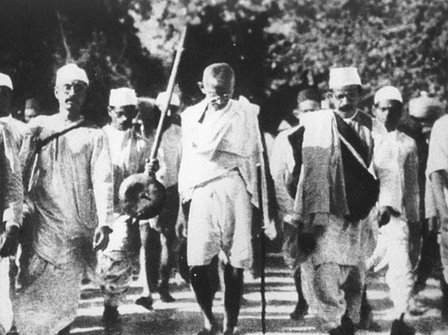 Gandhi de paseo