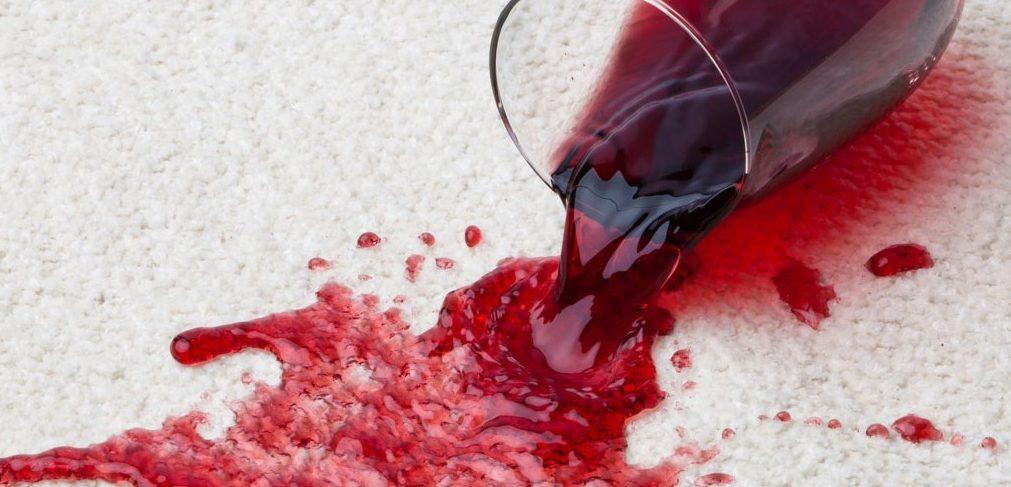 ¿Como quitar las manchas de vino tinto?
