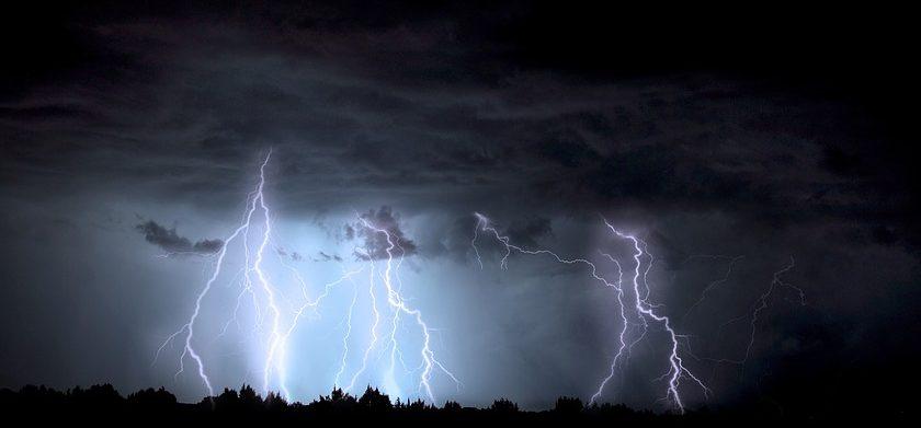 ¿Como calcular a que distancia está una tormenta?