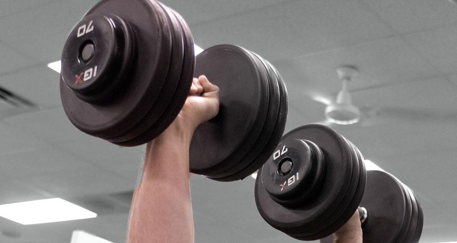 5 consejos importantes para quien está empezando a hacer pesas