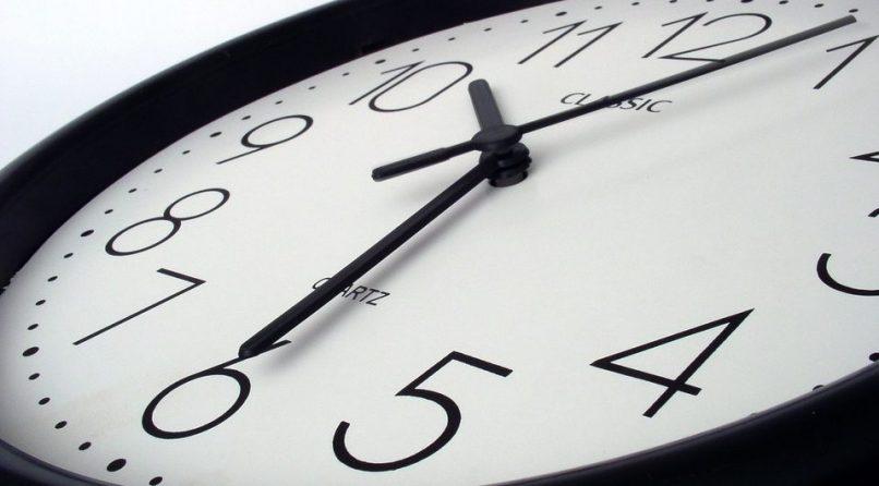 Reloj contando las horas