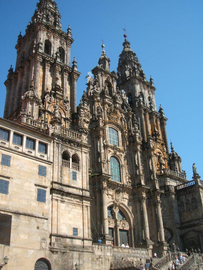 Catedral de Santiago en un día despejado