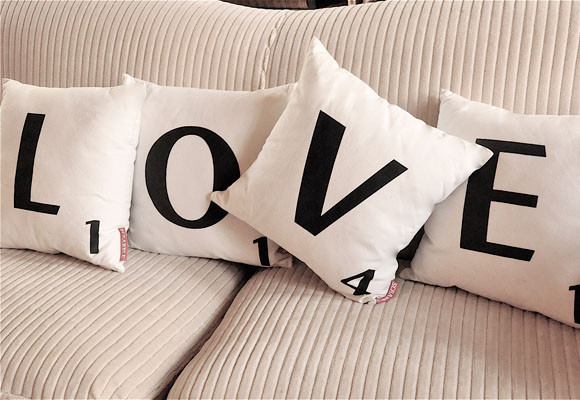 Cojines con la palabra love