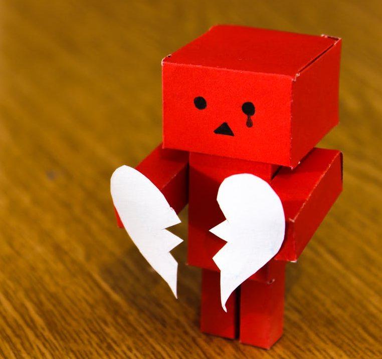 Un amor que se fue me rompio el corazón