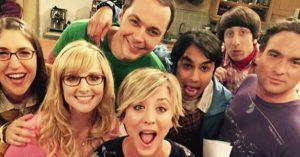 Saludos de los protagonistas de Big Bang Theory